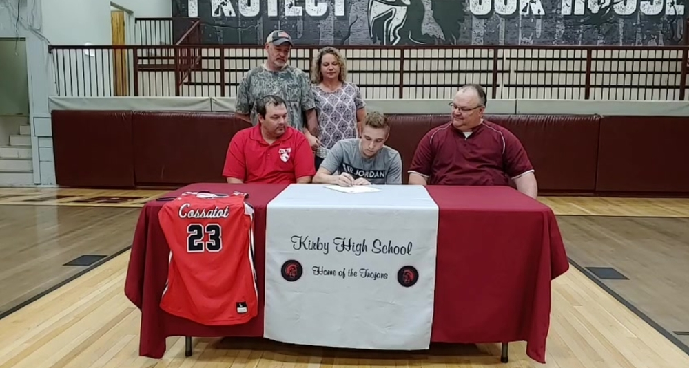 Bates signs with Cossatot!